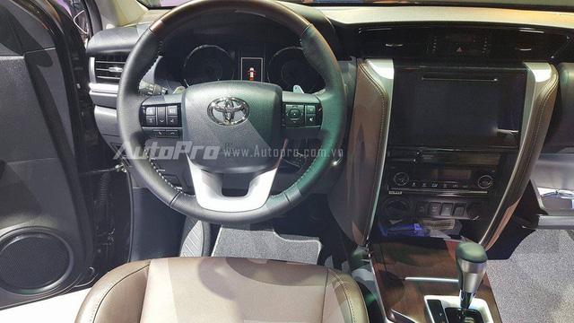 Toyota Fortuner 2017 ra mắt Việt Nam, giá từ 981 triệu Đồng - Ảnh 9.