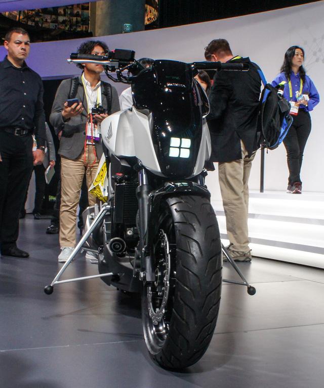 Honda ra mắt mô tô tự cân bằng, không cần chân chống - Ảnh 5.