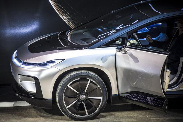 Chiêm ngưỡng mẫu xe tăng tốc nhanh nhất thế giới ngoài đời thực - Ảnh 2.