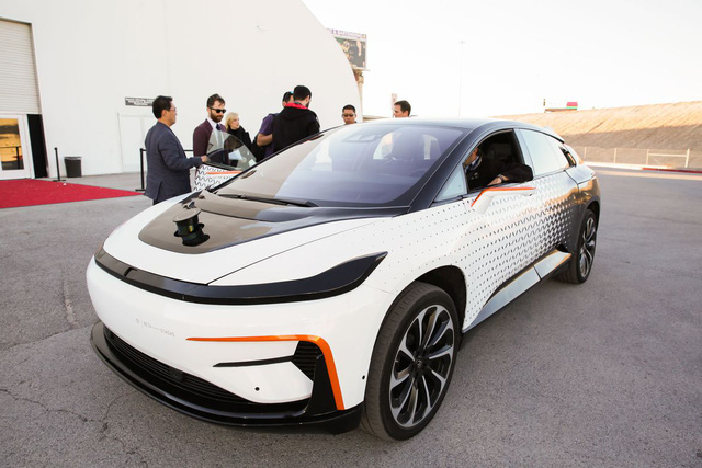 Chiêm ngưỡng mẫu xe tăng tốc nhanh nhất thế giới ngoài đời thực - Ảnh 3.