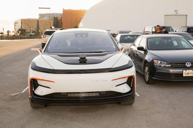 Chiêm ngưỡng mẫu xe tăng tốc nhanh nhất thế giới ngoài đời thực - Ảnh 6.