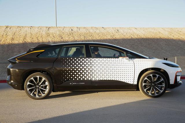Chiêm ngưỡng mẫu xe tăng tốc nhanh nhất thế giới ngoài đời thực - Ảnh 9.