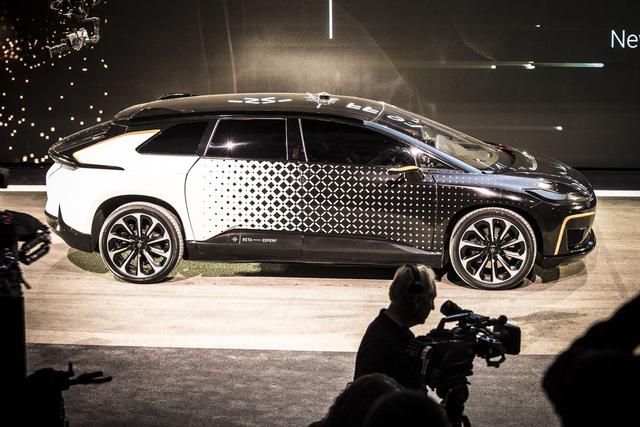 Chiêm ngưỡng mẫu xe tăng tốc nhanh nhất thế giới ngoài đời thực - Ảnh 12.