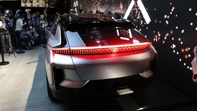 Chiêm ngưỡng mẫu xe tăng tốc nhanh nhất thế giới ngoài đời thực - Ảnh 13.