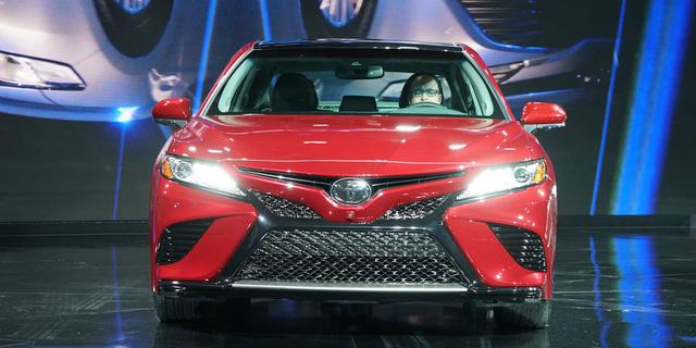 Toyota Camry 2018: Lột xác về thiết kế từ trong ra ngoài, thêm động cơ mới - Ảnh 2.