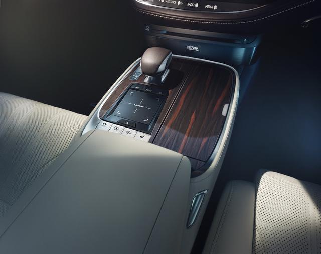 Lexus LS 2018 trình làng, Mercedes-Benz S-Class hãy coi chừng! - Ảnh 16.