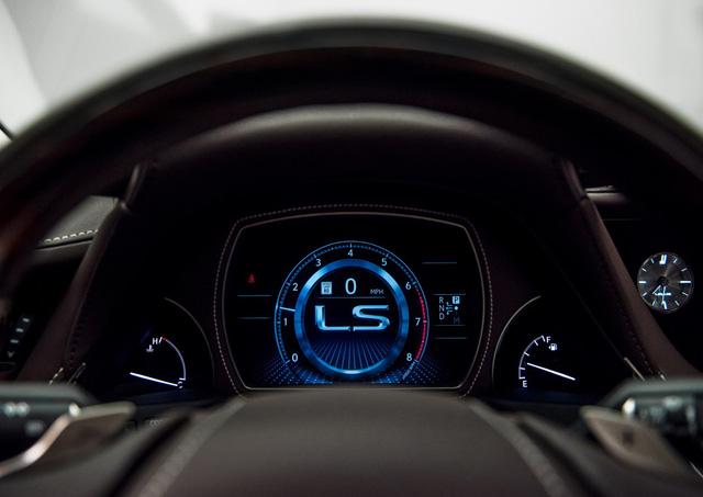 Lexus LS 2018 trình làng, Mercedes-Benz S-Class hãy coi chừng! - Ảnh 19.