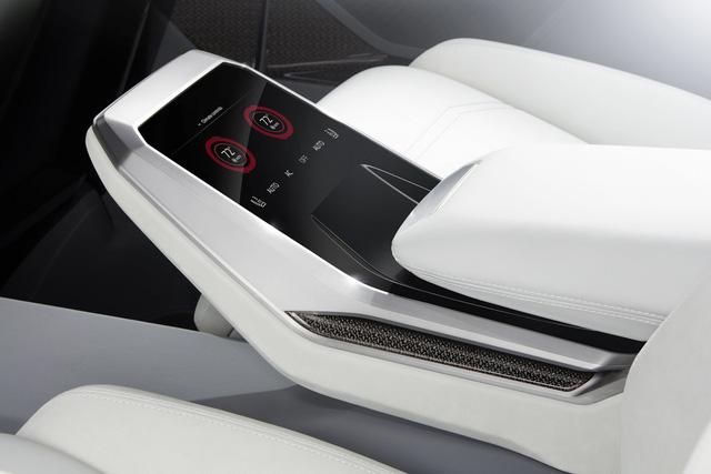 Vén màn SUV hạng sang công nghệ cao Audi Q8 - Ảnh 13.