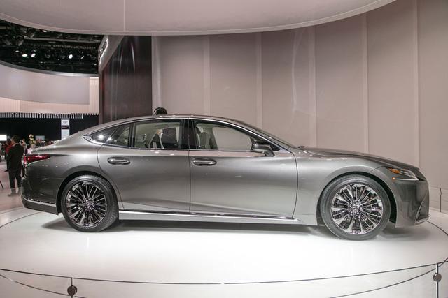 Cận cảnh vẻ đẹp xuất sắc của Lexus LS 2018 ngoài đời thực - Ảnh 3.