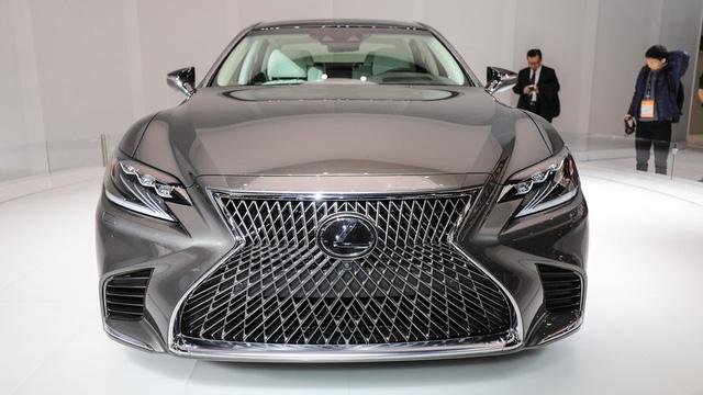 Cận cảnh vẻ đẹp xuất sắc của Lexus LS 2018 ngoài đời thực - Ảnh 5.