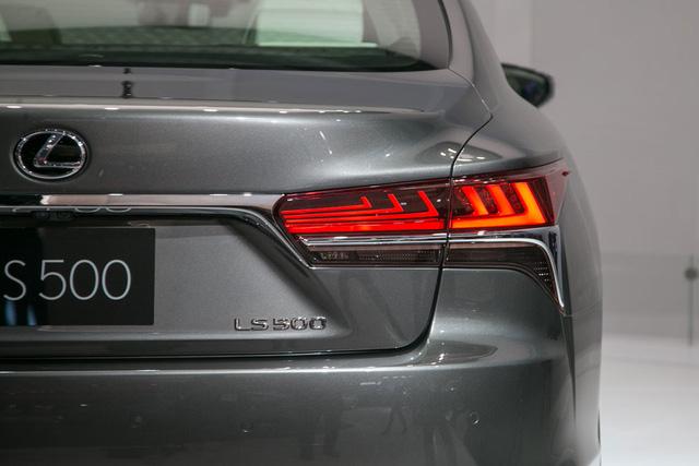 Cận cảnh vẻ đẹp xuất sắc của Lexus LS 2018 ngoài đời thực - Ảnh 7.