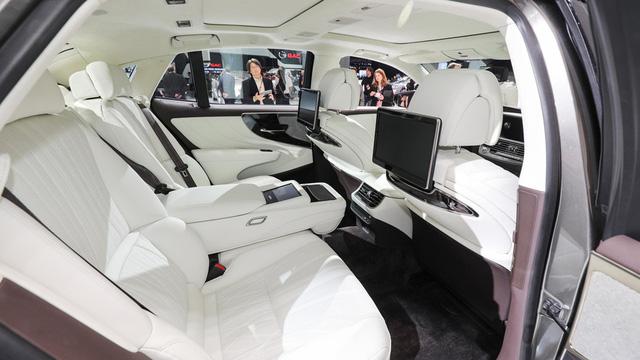Cận cảnh vẻ đẹp xuất sắc của Lexus LS 2018 ngoài đời thực - Ảnh 11.