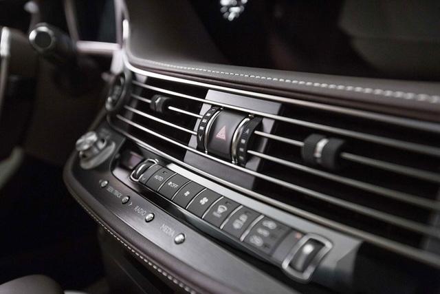 Cận cảnh vẻ đẹp xuất sắc của Lexus LS 2018 ngoài đời thực - Ảnh 12.