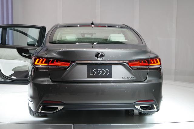 Cận cảnh vẻ đẹp xuất sắc của Lexus LS 2018 ngoài đời thực - Ảnh 15.