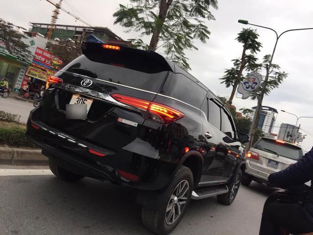 Đây là một trong những chiếc Toyota Fortuner 2017 ra biển đầu tiên tại Việt Nam - Ảnh 1.