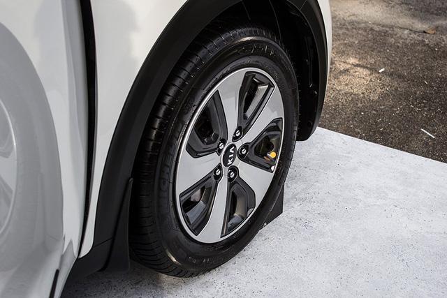 Xe crossover siêu tiết kiệm xăng Kia Niro ra mắt Đông Nam Á - Ảnh 9.