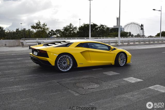 Lamborghini Aventador S LP740-4 lần đầu tiên xuất hiện trên đường phố - Ảnh 3.