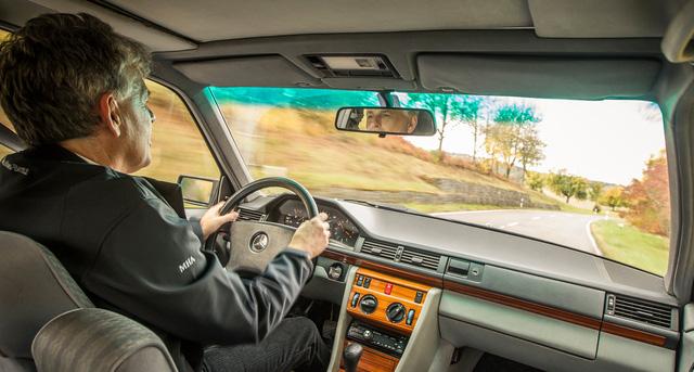 Làm quen với chiếc Mercedes-Benz E-Class chạy nhiều như taxi - Ảnh 6.