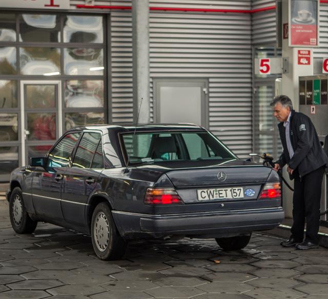 Làm quen với chiếc Mercedes-Benz E-Class chạy nhiều như taxi - Ảnh 8.