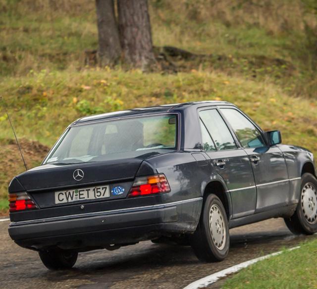 Làm quen với chiếc Mercedes-Benz E-Class chạy nhiều như taxi - Ảnh 7.