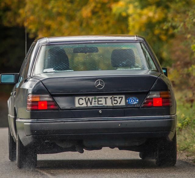 Làm quen với chiếc Mercedes-Benz E-Class chạy nhiều như taxi - Ảnh 9.