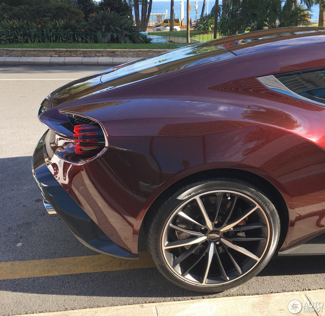 Chạm mặt tuyệt phẩm Aston Martin Vanquish Zagato tại thiên đường siêu xe - Ảnh 8.