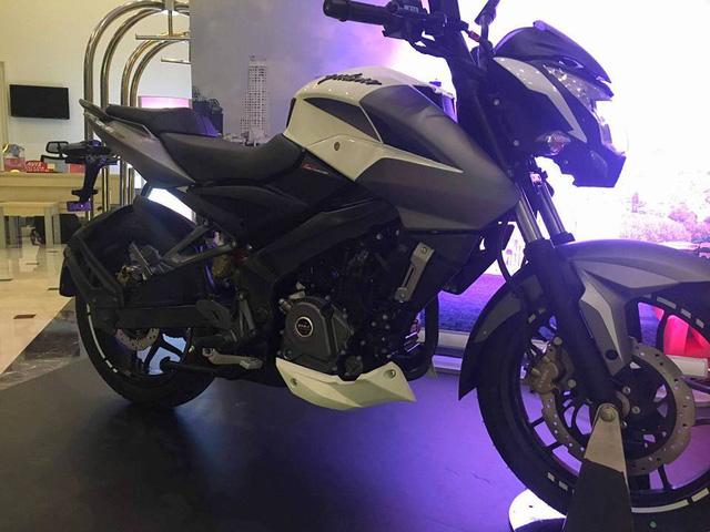 Xe naked bike Bajaj Pulsar 200NS 2017 ra mắt, giá từ 32,4 triệu Đồng - Ảnh 2.