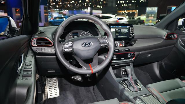 Xe gia đình với cốp siêu rộng Hyundai Elantra GT 2018 được vén màn - Ảnh 12.