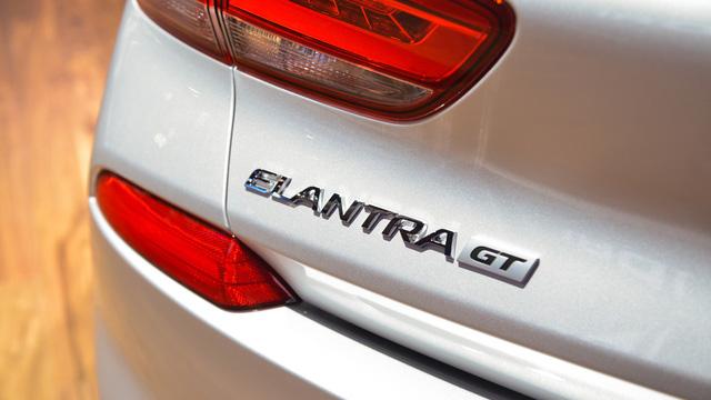Xe gia đình với cốp siêu rộng Hyundai Elantra GT 2018 được vén màn - Ảnh 16.