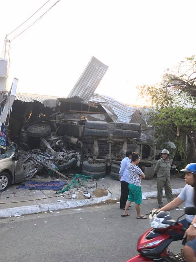 Video khoảnh khắc xe trộn bê tông lao vào quán ăn với tốc độ cao ở Vũng Tàu - Ảnh 5.