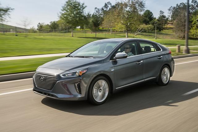 Xe 3 trong 1 Hyundai Ioniq cạnh tranh với Toyota Prius bằng giá 22.200 USD - Ảnh 2.