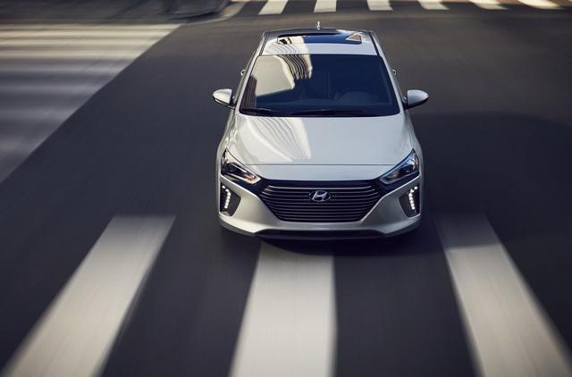 Xe 3 trong 1 Hyundai Ioniq cạnh tranh với Toyota Prius bằng giá 22.200 USD - Ảnh 3.