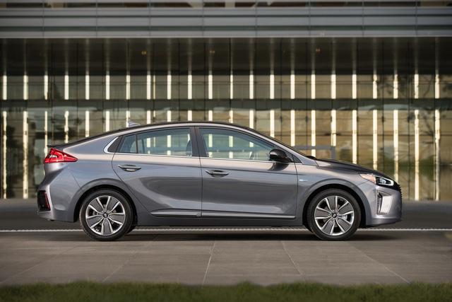 Xe 3 trong 1 Hyundai Ioniq cạnh tranh với Toyota Prius bằng giá 22.200 USD - Ảnh 5.