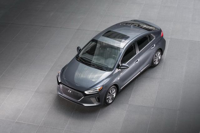 Xe 3 trong 1 Hyundai Ioniq cạnh tranh với Toyota Prius bằng giá 22.200 USD - Ảnh 7.