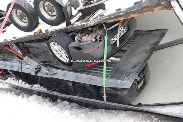 3 chiếc xe thể thao Chevrolet Corvette mới xuất xưởng đã bị hỏng nặng - Ảnh 6.