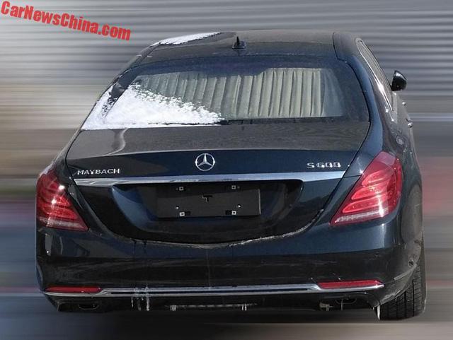 Bắt gặp Mercedes-Maybach S600 Pullman trong tình trạng kém long lanh trên đường phố - Ảnh 1.