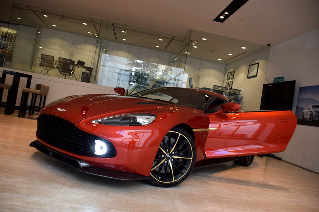 Soi từng chi tiết của siêu phẩm Aston Martin Vanquish Zagato ngoài đời thực - Ảnh 1.