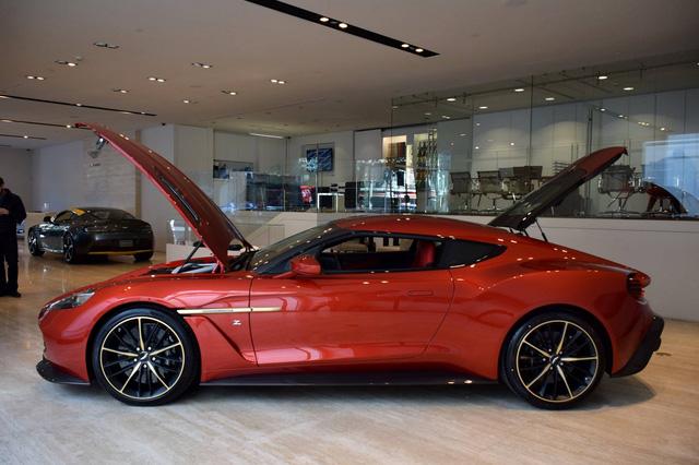 Soi từng chi tiết của siêu phẩm Aston Martin Vanquish Zagato ngoài đời thực - Ảnh 4.