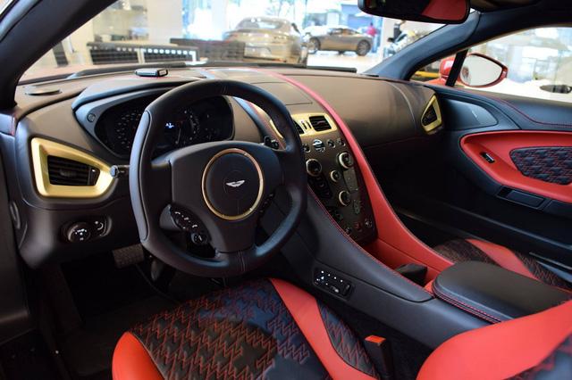 Soi từng chi tiết của siêu phẩm Aston Martin Vanquish Zagato ngoài đời thực - Ảnh 5.