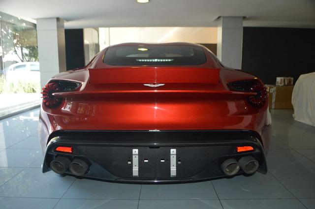 Soi từng chi tiết của siêu phẩm Aston Martin Vanquish Zagato ngoài đời thực - Ảnh 10.