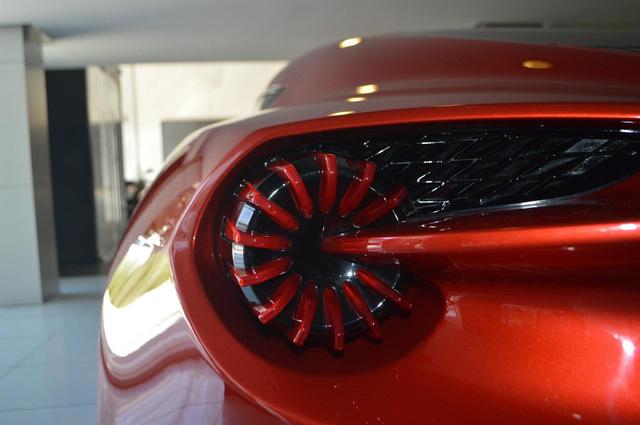 Soi từng chi tiết của siêu phẩm Aston Martin Vanquish Zagato ngoài đời thực - Ảnh 11.