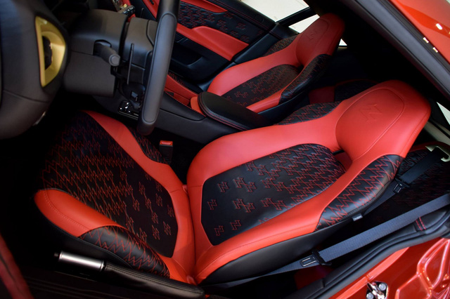 Soi từng chi tiết của siêu phẩm Aston Martin Vanquish Zagato ngoài đời thực - Ảnh 15.