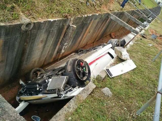 Cư dân mạng hả hê trước cảnh Lamborghini Gallardo của một thiếu gia gặp nạn - Ảnh 2.