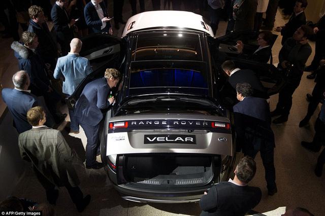 Ngắm Range Rover Velar bằng xương, bằng thịt, cạnh tranh Porsche Macan - Ảnh 6.