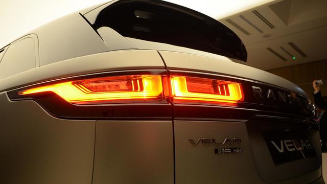 Ngắm Range Rover Velar bằng xương, bằng thịt, cạnh tranh Porsche Macan - Ảnh 7.