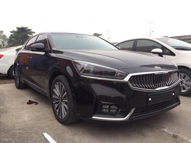 Sedan cao cấp Kia K7 2017 xuất hiện tại Việt Nam, giá khoảng 1,8 tỷ Đồng - Ảnh 2.