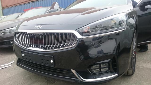 Sedan cao cấp Kia K7 2017 xuất hiện tại Việt Nam, giá khoảng 1,8 tỷ Đồng - Ảnh 4.