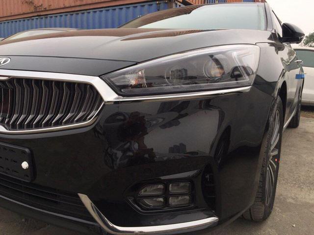 Sedan cao cấp Kia K7 2017 xuất hiện tại Việt Nam, giá khoảng 1,8 tỷ Đồng - Ảnh 5.