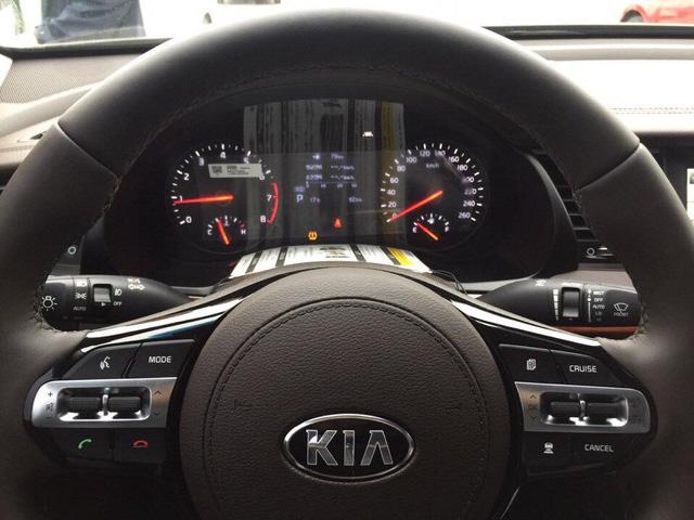 Sedan cao cấp Kia K7 2017 xuất hiện tại Việt Nam, giá khoảng 1,8 tỷ Đồng - Ảnh 7.