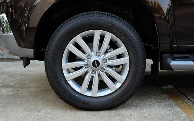 Cận cảnh SUV cỡ trung Isuzu MU-X 2017 bằng xương, bằng thịt - Ảnh 3.